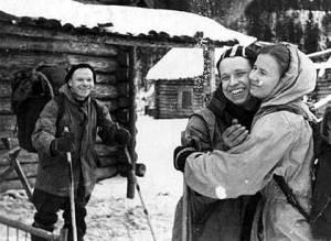 Yuri Yudin hugging Lyudmila Dublinina